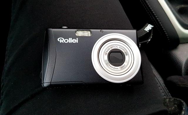 Small, pocket sized digital camera